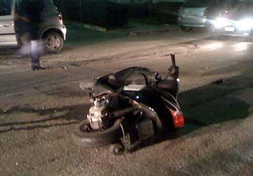 Bacoli, scooter contro auto, giovane di 19 anni ricoverato il prognosi riservata