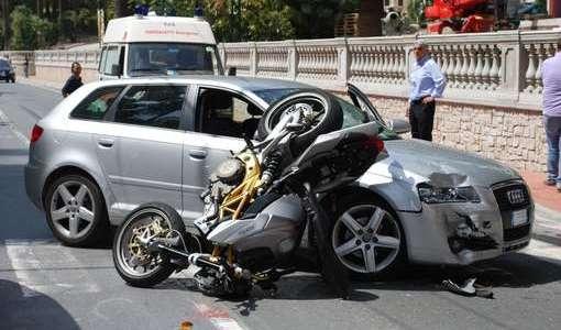 Napoli, 50 feriti per i botti fra, cui una bambina di 6 anni, un morto in incidente stradale