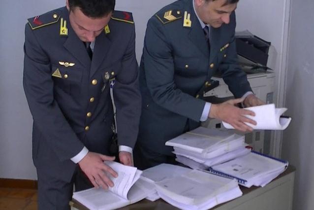 Vendevano ricambi auto sottoprezzo con la frode del carosello: 7 arresti e sequestri per 1,5 milioni di euro