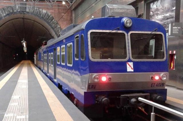 Cumana, entra in funzione un nuovo treno e le corse tornano regolari