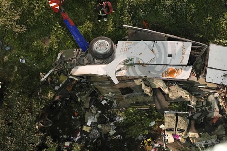 Strage del bus di Monteforte Irpino, la Procura ricorre in appello dopo le assoluzioni