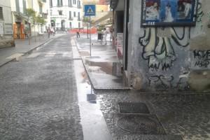 Via De Fraia - marciapiede allagato