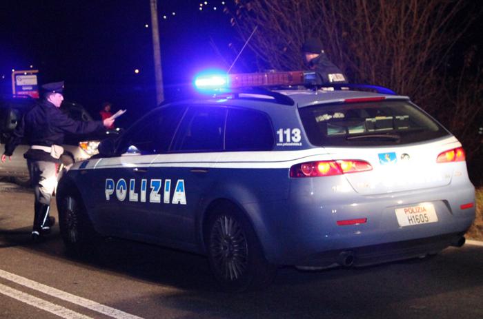 Licola, fermate due donne dalla polizia in possesso di 15 cilindretti di cocaina