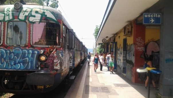 """Task force contro i """"portoghesi"""" alla Cumana di Arco Felice: decine di persone multate e denunciate!"""