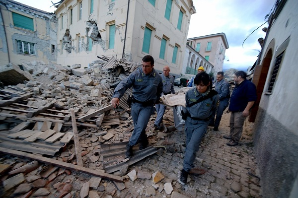 Sisma centro Italia, da Napoli gli aiuti alle popolazioni colpite