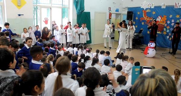Pozzuoli, Natale 2016: cori gospel nelle scuole ed il folcloristico Cippo