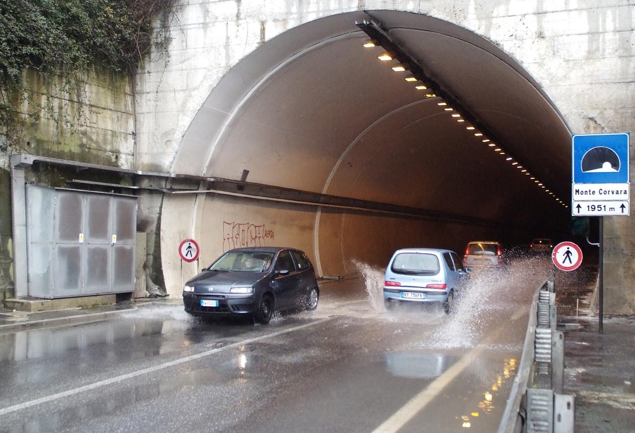 Chiuso per 2 ore questo giovedì il tunnel del Campiglione