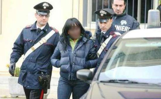 Donna arrestata per furto al Centro Commerciale di Quarto