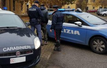 Ischia, 26enne aggredito con scope e sfollagente: arrestate tre persone