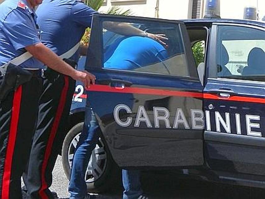 Barra, arrestato un pusher 20enne con un panetto di hashish