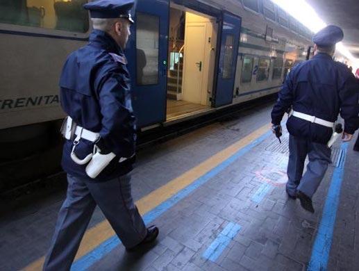 Napoli, denunciati due truffatori alla stazione centrale per false raccolte fondi e biglietti del treno