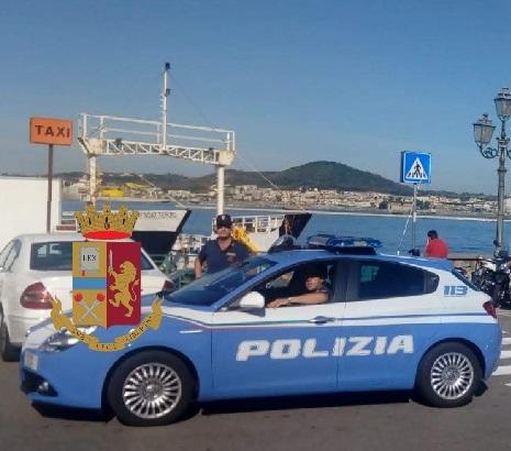 Pozzuoli, denunciato parcheggiatore abusivo sul porto grazie alla segnalazione dell'app YouPol