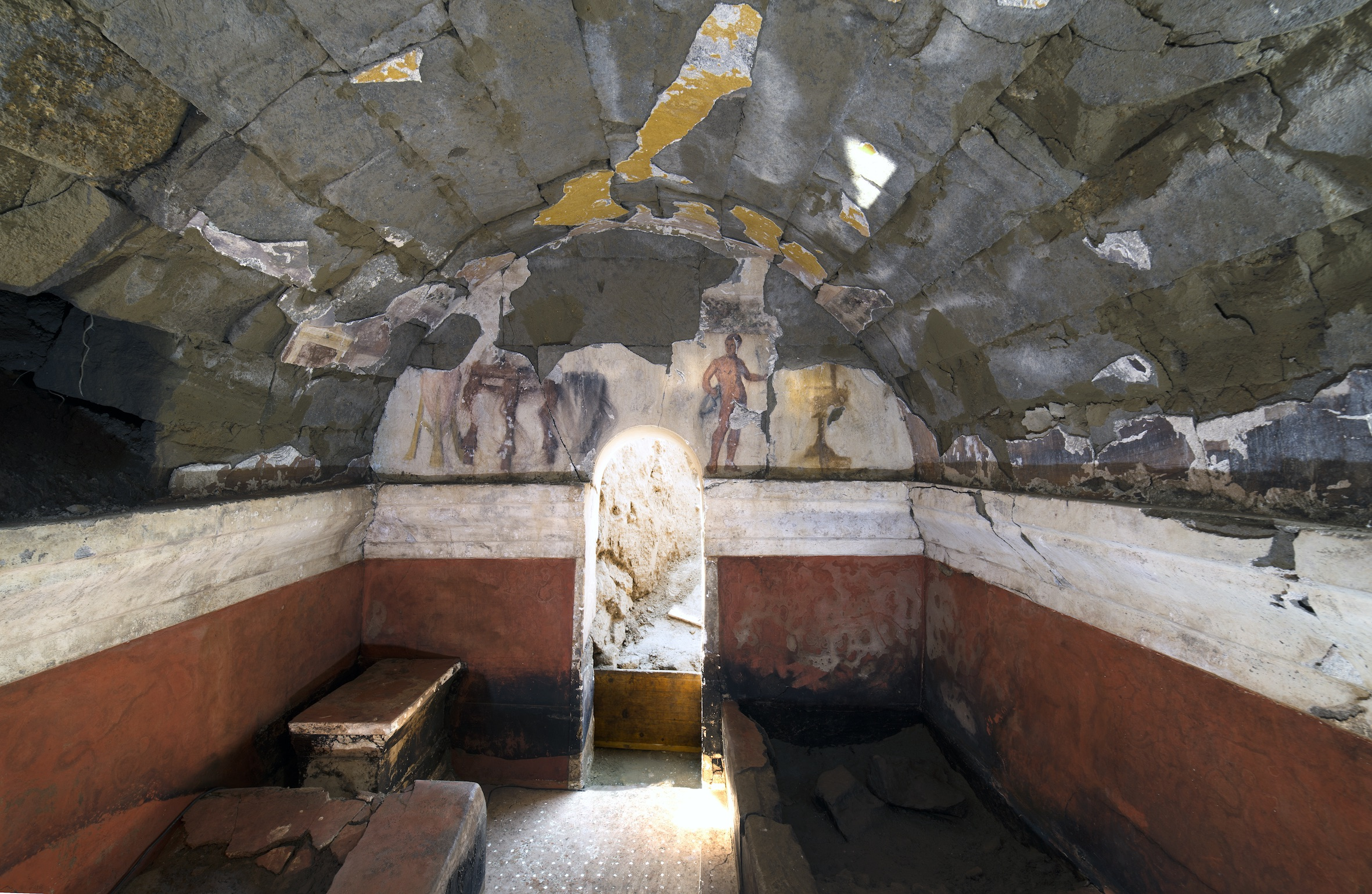 Cuma, nuova scoperta dall'acropoli: una tomba dipinta del II° secolo a.C.