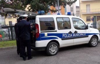 Pozzuoli, la municipale coglie in flagranza 12 parcheggiatori abusivi