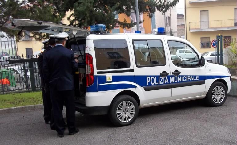 Pozzuoli, truffa vendita elettrodomestici ai danni di una vigile: indaga la Procura