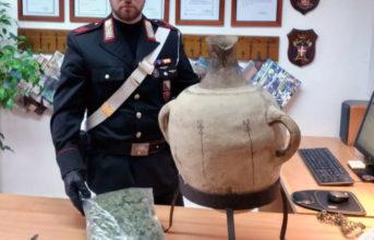 Ischia, 42enne arrestato per droga e denunciato per possesso di un'anfora romana