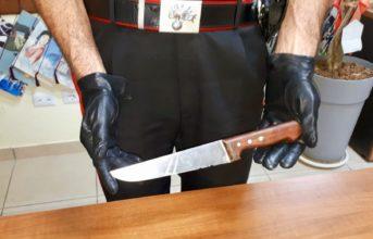 Licola, minaccia gli automobilisti con un coltello: arrestato un 22enne extracomunitario