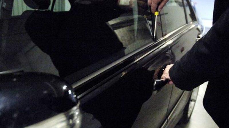 Tentano di rubare auto nel centro commerciale Quarto Nuovo: arrestati