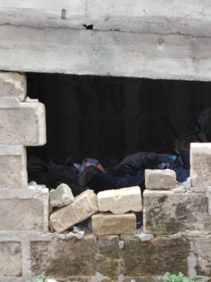 Reginelle, muro sfondato per lasciare rifiuti sotto le rampe di accesso al polifunzionale
