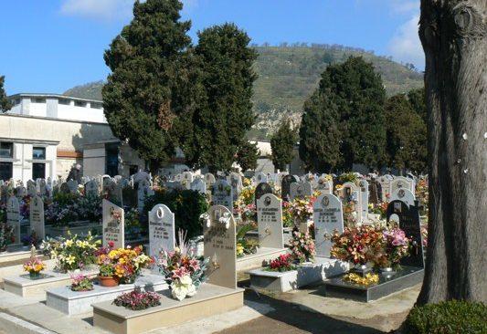 POZZUOLI/ Abuso edilizio nel cimitero di via Luciano, il comune ordina l'abbattimento