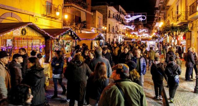 """Bacoli, ritorna """"Natale in Corso"""" dal 1 al 24 dicembre nel centro storico"""