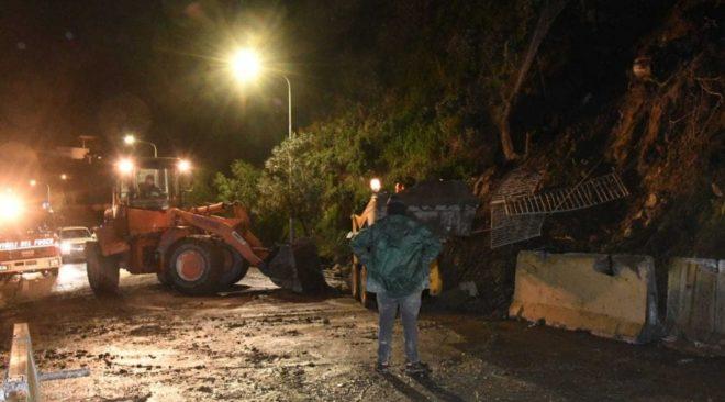 ISCHIA/ Frana nella notte a Casamicciola, isola spezzata in due: chiuse le scuole