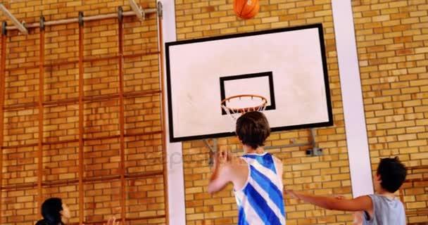 POZZUOLI/ Derby Under 13 di basket, a fine gara volano insulti e si arriva quasi alle mani tra i due coach