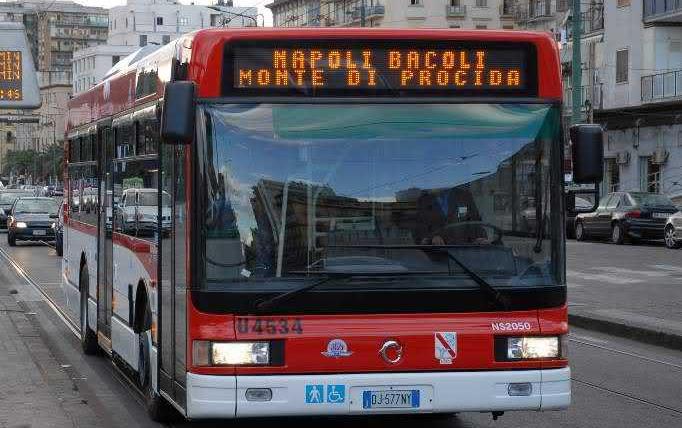 """POZZUOLI/ """"Non da il cambio e il bus non termina la corsa ma torna in deposito"""", replica Eav: """"L'autista sarà sanzionato"""""""