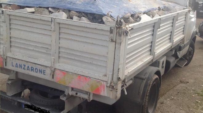 QUARTO/ Trasporto illecito di rifiuti, due autisti denunciati dalla task force dell'Esercito