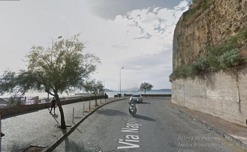 POZZUOLI/ Il Comune diffida uno stabilimento balneare di La Pietra a demolire le opere abusive