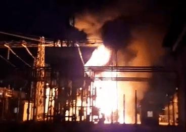 POZZUOLI/ Terrore e paura tra la gente, incendio nella centrale elettrica|FOTO