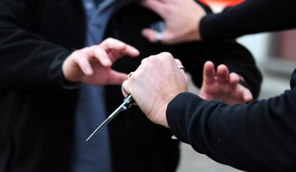 POZZUOLI/ Ubriaco viene allontanato da una discoteca, estrae un coltello e minaccia clienti e vigilantes: arrestato