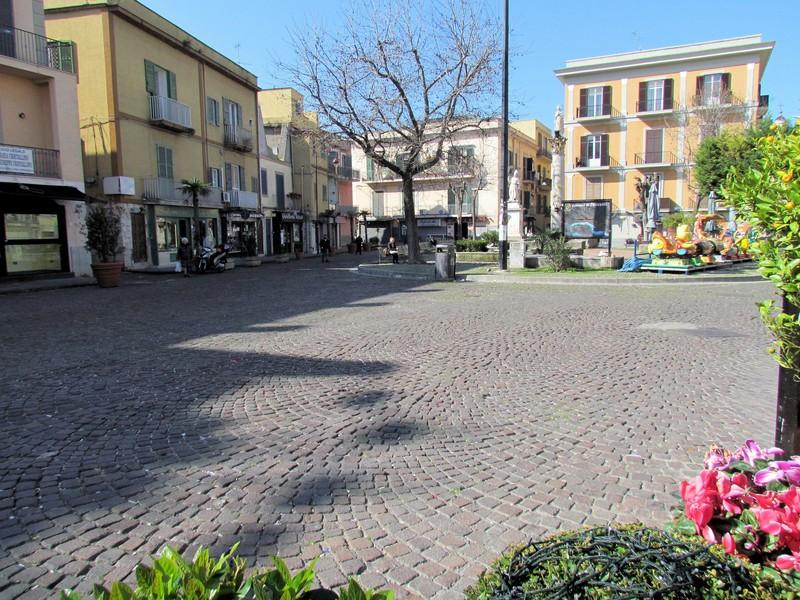ULTIMORA/ Furto con scasso in piazza della Repubblica a Pozzuoli: ladri saccheggiano dolci e cioccolato