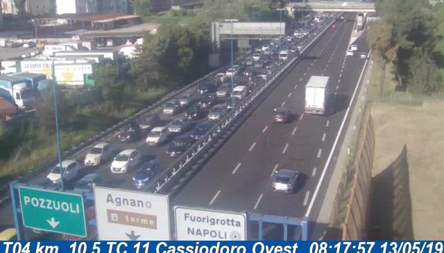 ULTIMORA/ Pauroso incidente sulla Tangenziale tra Agnano e Fuorigrotta verso Napoli, traffico intenso