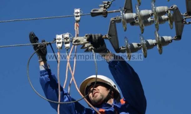 BACOLI/ Black out per guasto, centinaia di famiglie senza energia elettrica da stanotte