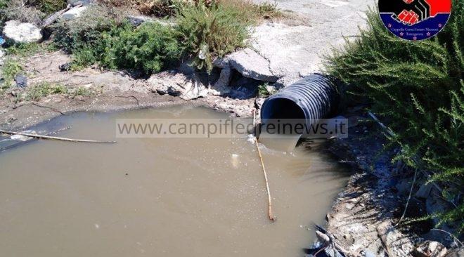 BACOLI/ Incendio provoca distacco elettricità alle pompe: liquami e fogna nel lago Fusaro|FOTO