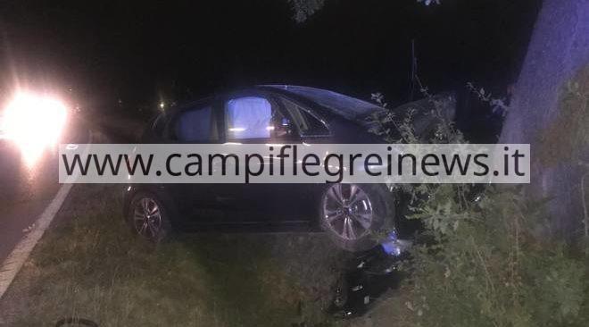 ULTIMORA/ Auto contro albero in via Montenuovo Licola Patria: ferito trasportato in ospedale