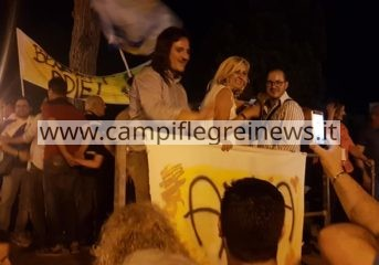 BACOLI/ Cittadini in villa comunale a festeggiare la vittoria di Josi|FOTO