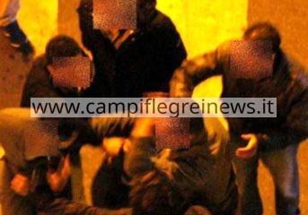 POZZUOLI/ Rissa tra bande a Piazza a Mare: 2 giovani feriti e paura tra la gente