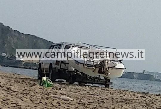 """LA SEGNALAZIONE/ """"Auto trainano barche sull'arenile della Spiaggia Romana, intervenite"""""""