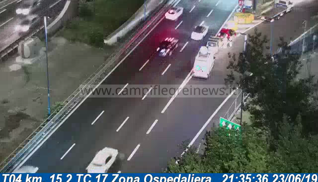 ULTIMORA/ Impatto violento tra due auto sulla Tangenziale, uomo trasportato al Cardarelli