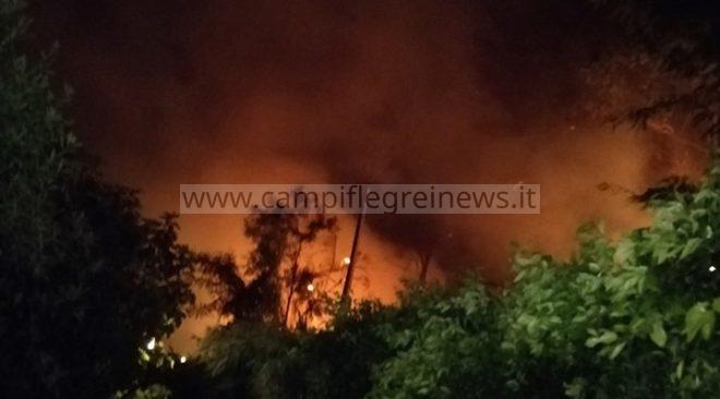 LAGO PATRIA/ Incendio lambisce una casa, paura nella notte: intervento pompieri evita il peggio
