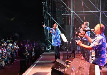 20mila persone per Renzo Arbore a Monte di Procida, all'artista donata la cittadinanza onoraria