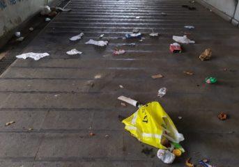 """BACOLI/ Sottopasso del Fusaro ridotto a discarica: """"Bisogna installare le telecamere"""""""