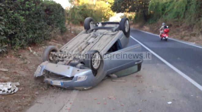 LICOLA/ Perde il controllo dell'auto e si ribalta: ferito 22enne di Monterusciello|FOTO