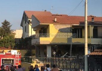 ULTIMORA/ Esplosione di gas a Varcaturo, villa distrutta e 2 feriti gravi|FOTO