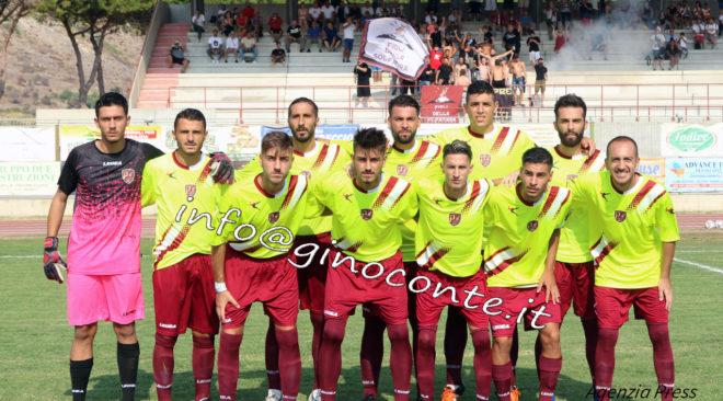 Calcio, la Puteolana vince di misura sul Mondragone in Coppa | Le Foto