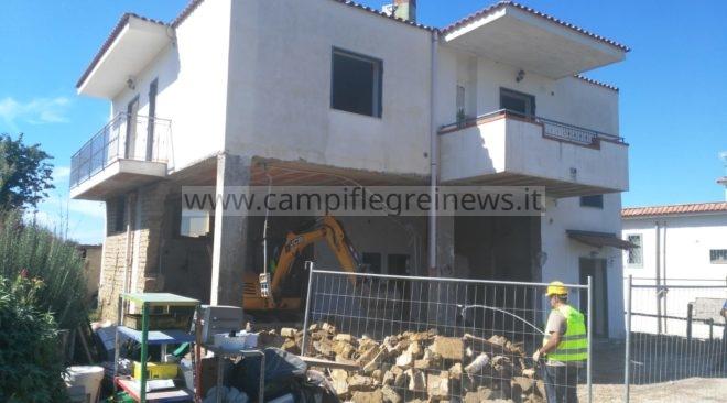 ULTIMORA/ Ruspe in via Castagnaro a Pozzuoli, abbattuta una casa abusiva