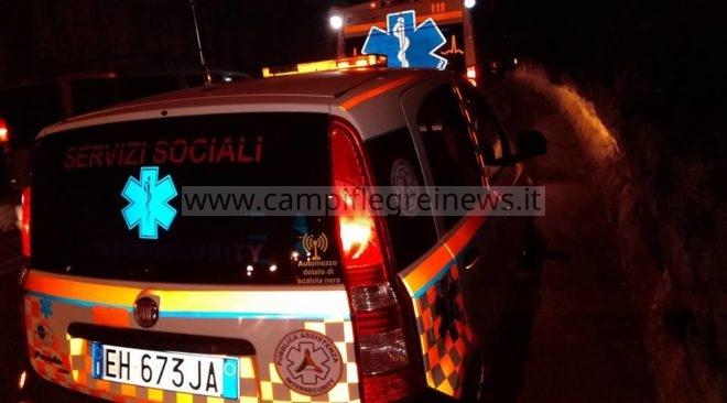 ULTIMORA/ Tragedia sfiorata nella notte a Monterusciello, auto contro palo della luce
