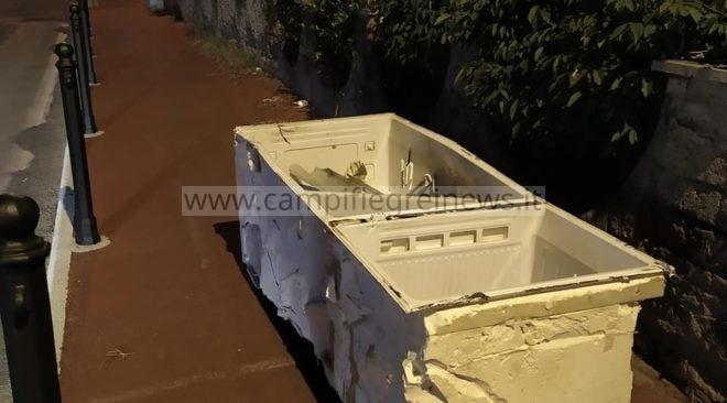 QUARTO/ Lascia il frigo rotto per strada: in arrivo denuncia penale e multa salata|FOTO